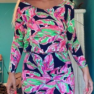Lily Pulitzer dress can fit sizes small/medium